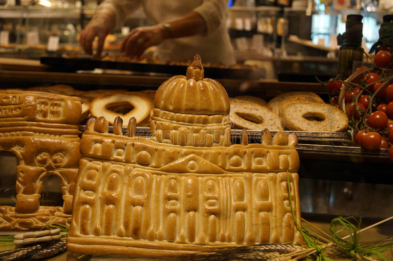 Productos de la panadería bajo la forma de Vaticano en una panadería fotos de archivo libres de regalías