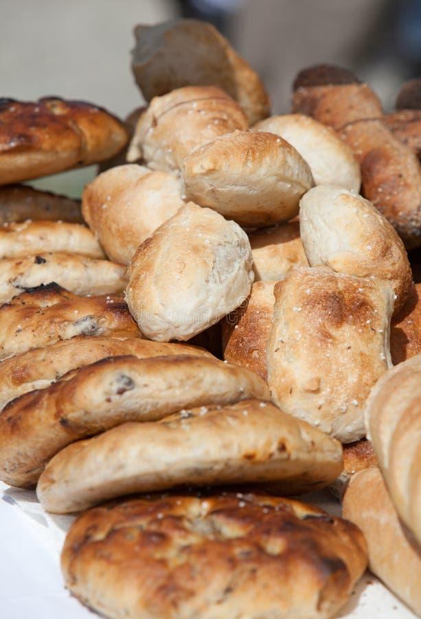 Productos de la panadería: Bollos y pan fotografía de archivo libre de regalías