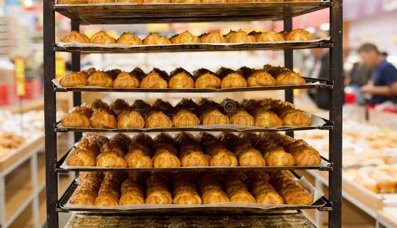 Productos de la panadería en supermarcket Fondo del pan Alimento delicioso Visión superior Copie el espacio Mofa para arriba imágenes de archivo libres de regalías