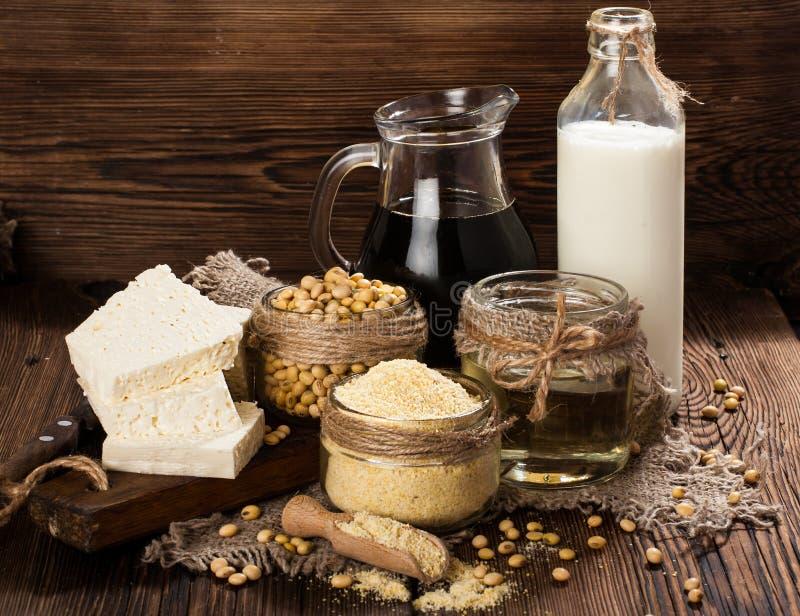 Productos de la soja (harina de soja, queso de soja, leche de soja, salsa de soja) fotografía de archivo libre de regalías