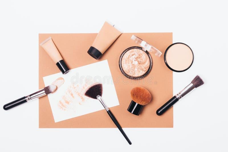 Productos de maquillaje para la tez lisa y radiante fotografía de archivo