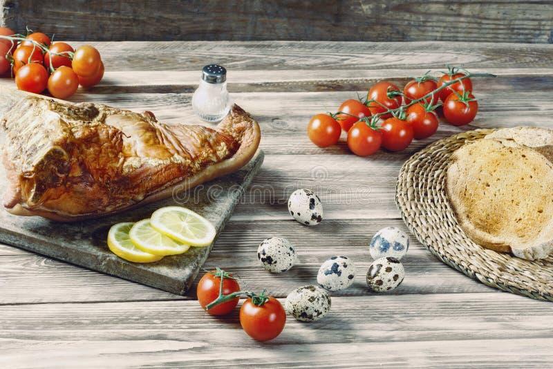 Productos del desayuno en la tabla de madera imagenes de archivo