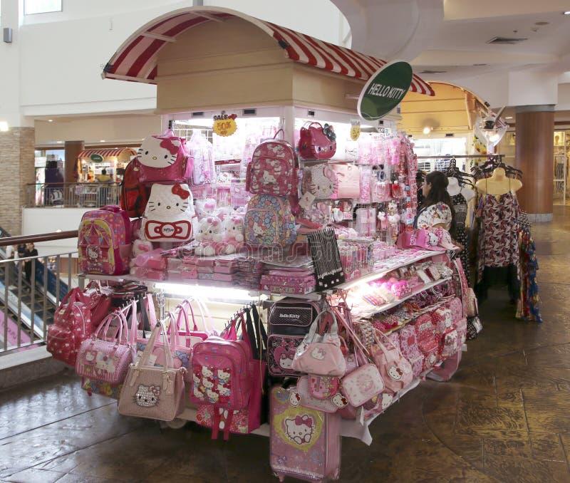 Productos del Hello Kitty en venta en el centro comercial de Jungceylon foto de archivo libre de regalías