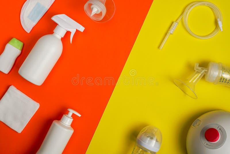 Productos del oficio de enfermera y de la alimentación del bebé con el espacio de la copia foto de archivo libre de regalías