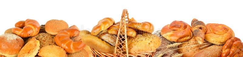 Productos del pan y de la panadería aislados en el fondo blanco Panorami foto de archivo