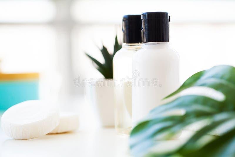 Productos y cosméticos de la salud Todavía del balneario vida con los flores de fotografía de archivo