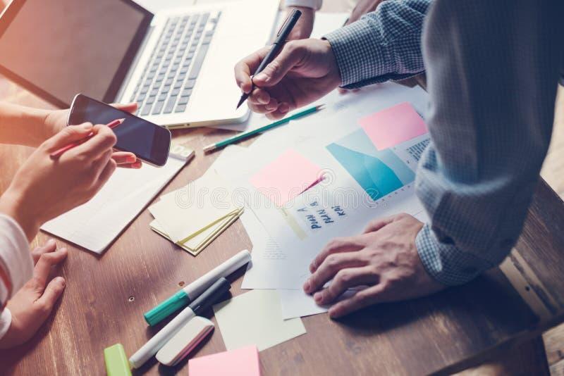 Productvergadering Het nieuwe marketing strategie ontwikkelen zich Opstarten in bureau royalty-vrije stock afbeelding