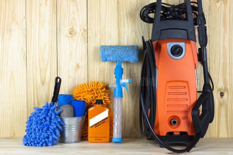 Produit d'entretien d'équipement ou de voiture de station de lavage décapant joint et en verre tel que de microfiber de réservoir photographie stock