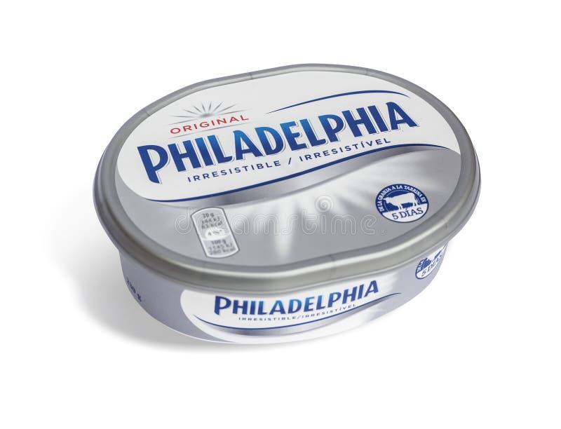 Produit de fromage fondu de Philadelphie d'isolement sur le blanc photographie stock