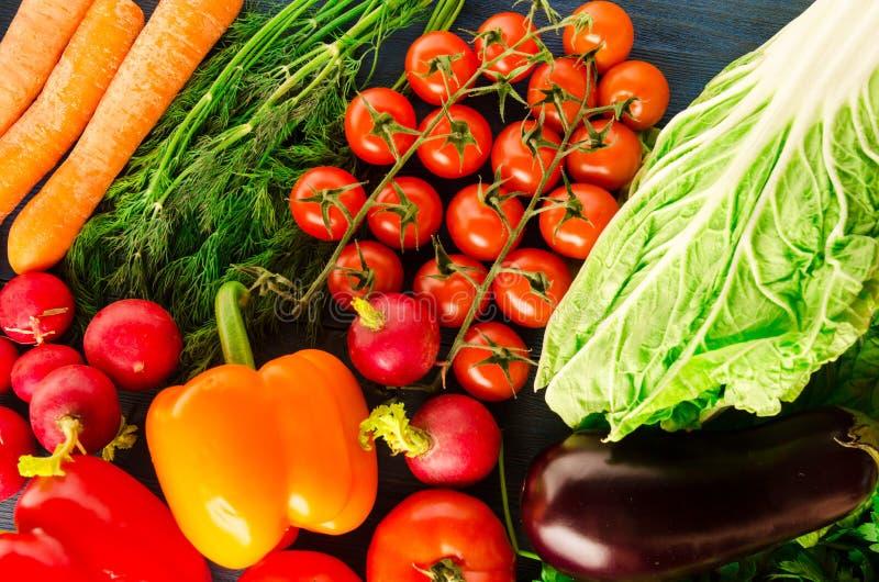 Produit-légumes frais de vegetables Fond coloré de légumes Vegeta sain images libres de droits
