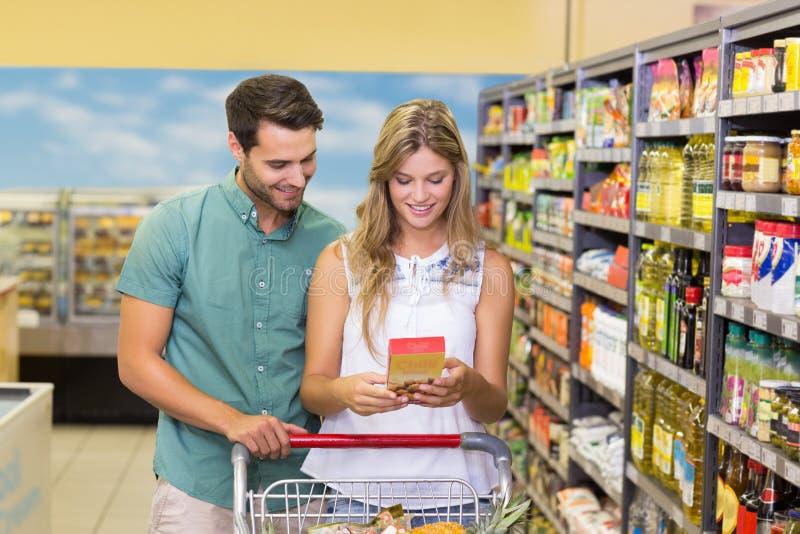 Download Produits Alimentaires De Achat De Sourire De Couples Lumineux Photo stock - Image du couples, caucasien: 56487574