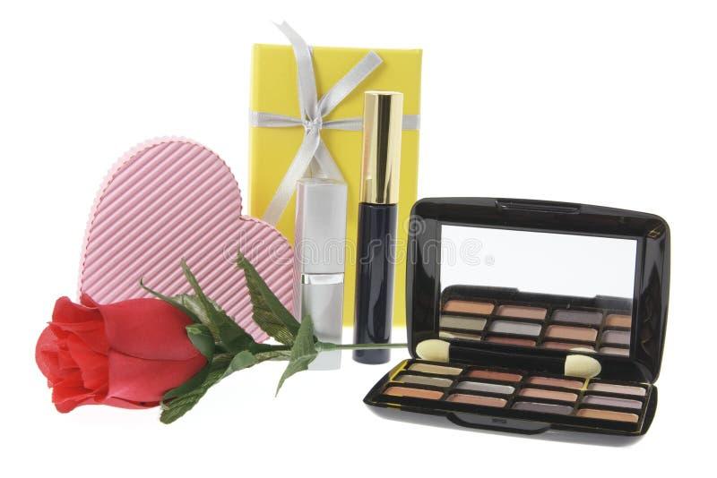 Produits de beauté et cadres de cadeau image stock
