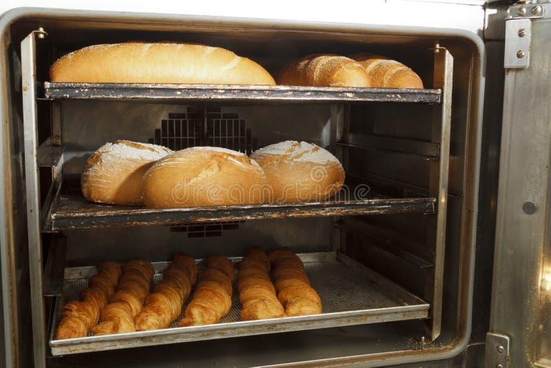 Produits de boulangerie dans la boutique de boulangerie images libres de droits