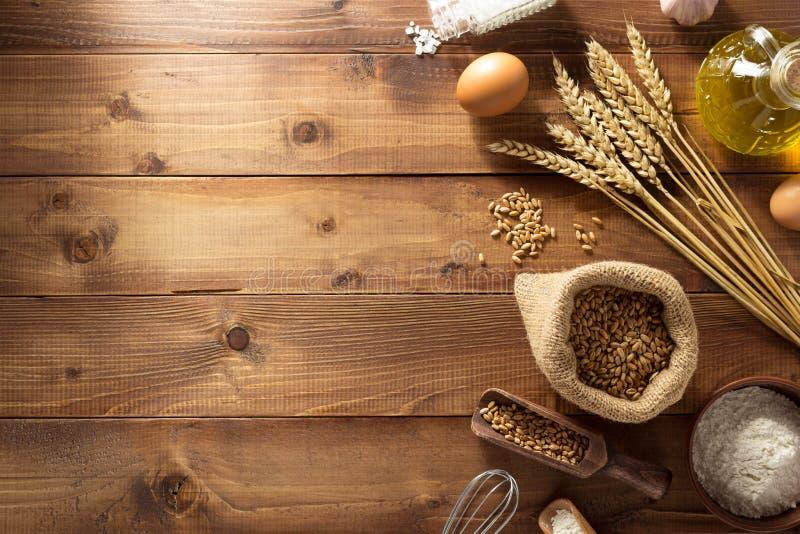 Produits de boulangerie sur le bois photographie stock