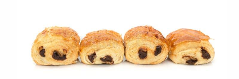 Produits français de boulangerie de chocolat d'Au de douleurs avec du chocolat d'isolement sur le blanc photographie stock libre de droits