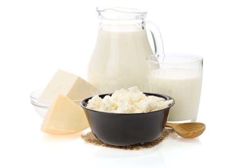 Produits laitiers sur le blanc images stock
