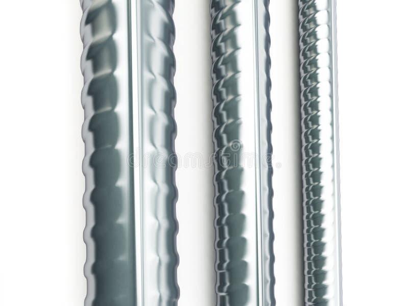Produits métalliques roulés sur un fond blanc illustration libre de droits