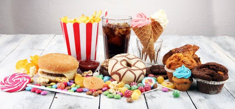 Produits malsains le mauvais de nourriture pour le chiffre, la peau, le coeur et les dents images stock