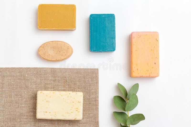 Produits naturels du savon et eucalyptus Un style de vie minimaliste Isométrique photo stock