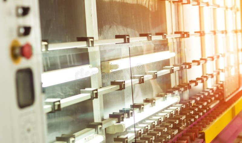 Produkcja PVC okno i glazurujący okno, linia dla myć szkło dla produkci izolowanie i suszyć zdjęcie royalty free