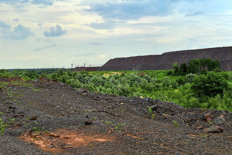 Produkcja teren z drogą i skałami zdjęcia stock