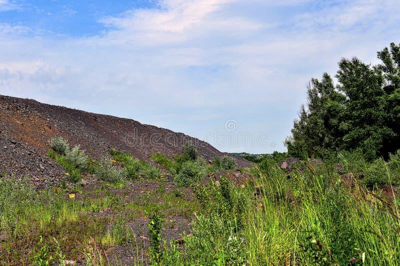 Produkcja teren z drogą i skałami fotografia stock