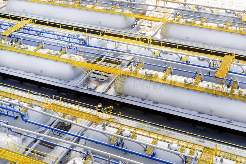 Produktów przerobu ropy naftowej składowi zbiorniki zdjęcie stock