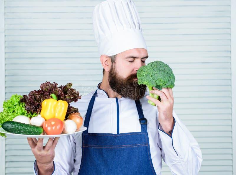 Produkt för eco för bruk för ledar- kock endast vänlig Eco och organiskt begrepp Nya skördgrönsaker Välj bästa ingredienser arkivbilder