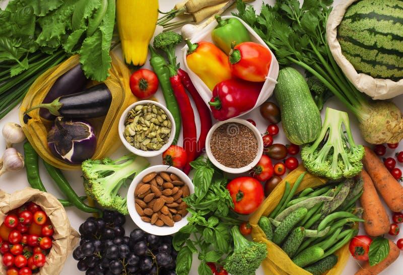 Produkter fulla med cellulosa och vitaminer i bordsförpackning royaltyfria foton