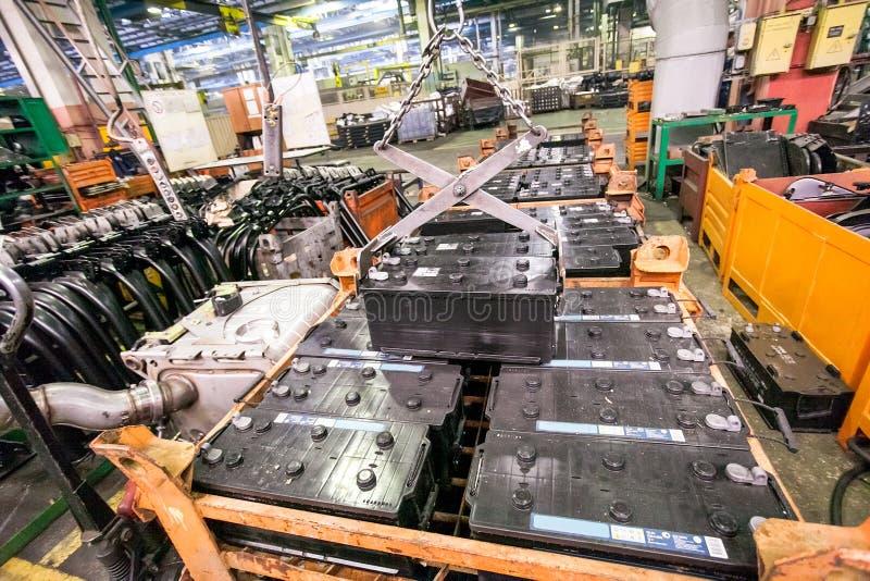 Produktion av bilreservdelar på fabriken royaltyfria bilder