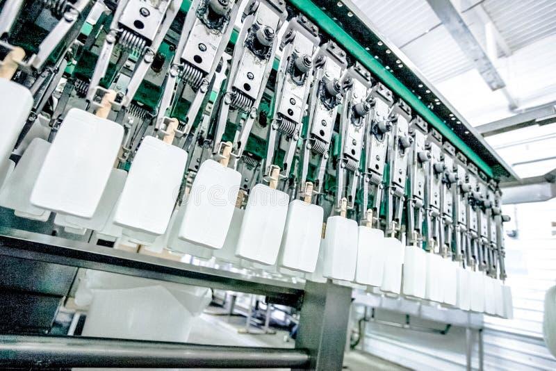 Produktion av glass p? fabriken arkivfoton