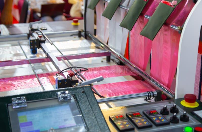 Produktion av plastpåsen, Extruder fotografering för bildbyråer