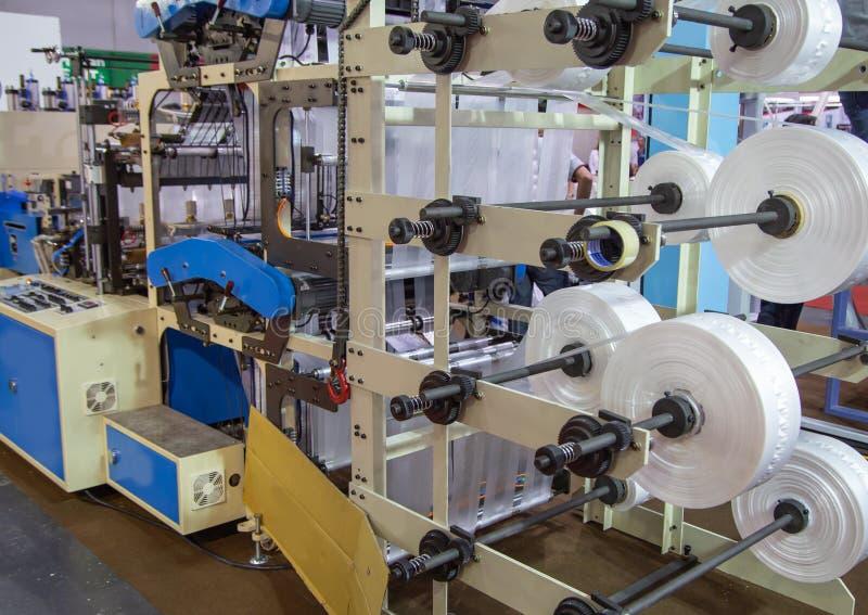 Produktion av plastpåsen, Extruder royaltyfria bilder