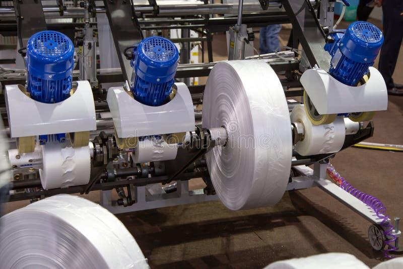 Produktion av plastpåsen, Extruder arkivbilder