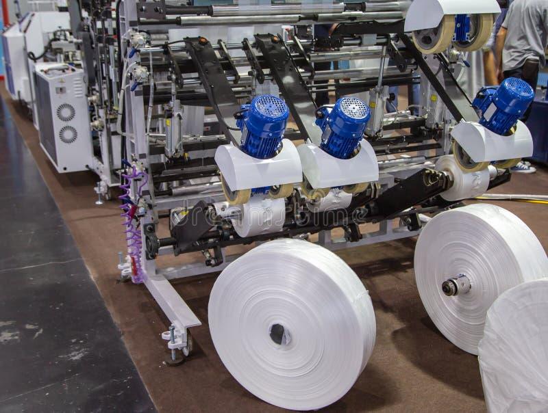 Produktion av plastpåsen, Extruder royaltyfria foton