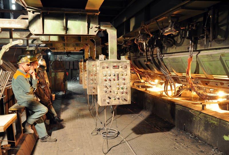 Produktion av stål i ett stål maler - produktion i tung indust arkivfoton