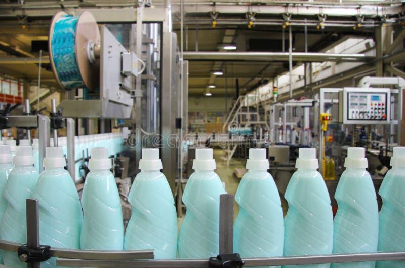 Produktion av vätsketvättmedel royaltyfria bilder