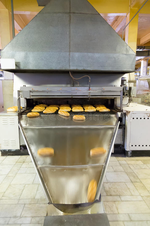 Produktion des Brotes in der Fabrik lizenzfreie stockfotos