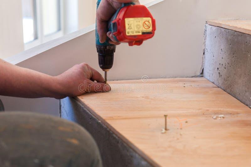 Produktion och installation av lin Arbete av förlagen royaltyfria foton