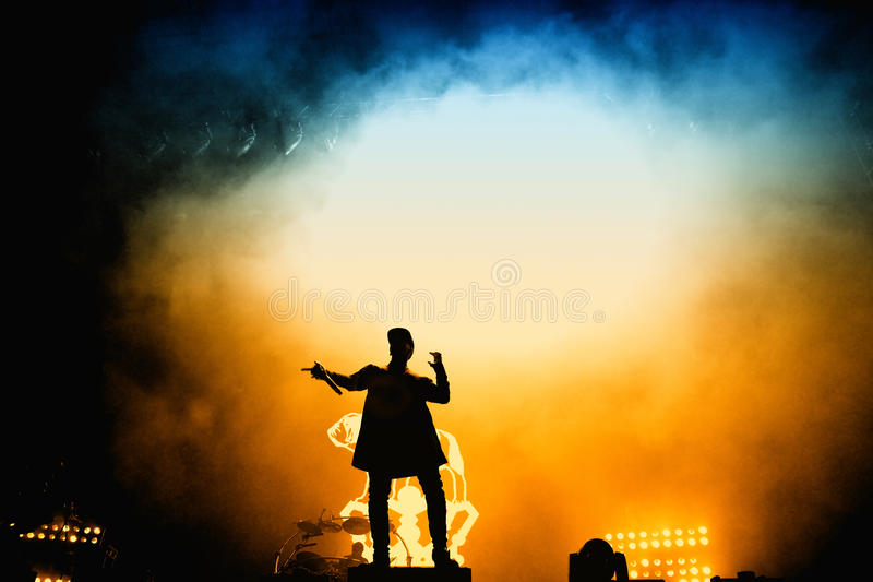 Produktionsduoband der elektronischen Musik der Verfolgung u. des Status britische im Konzert an FLUNKEREI Festival stockfotos