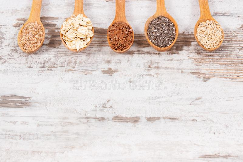 Produkty i składniki gdy źródło naturalne witaminy i żywienioniowy włókno, zdrowy odżywiania pojęcie, kopii przestrzeń dla teksta obraz royalty free