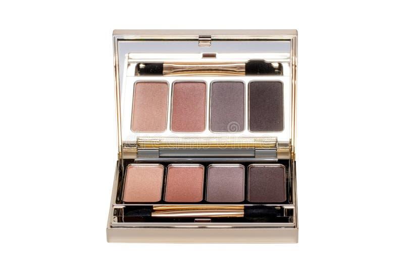 Produkty kosmetyczne wyizolowane Zbliżenie eleganckiego, wielokolorowego pudełka z lustrem, proszkiem do cienia oka i pędzlem do  zdjęcia royalty free