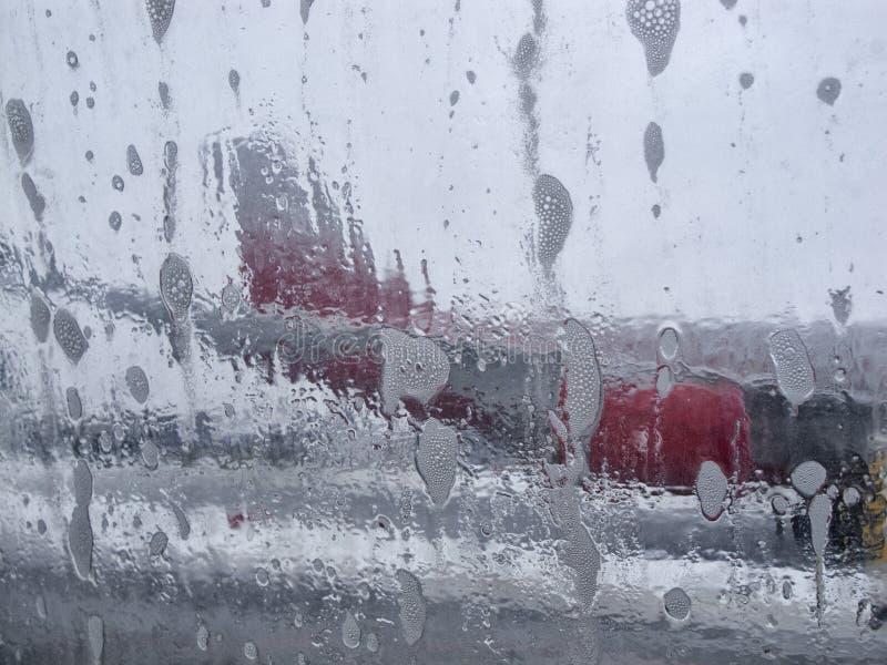 Produto para impedir a formação de gelo para aviões, removendo o gelo de uma asa de aviões imagem de stock royalty free