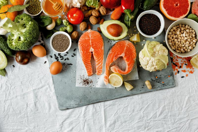Produtos ajustados que cozinham a configuração lisa saudável da opinião superior de alimento dietético fotos de stock royalty free