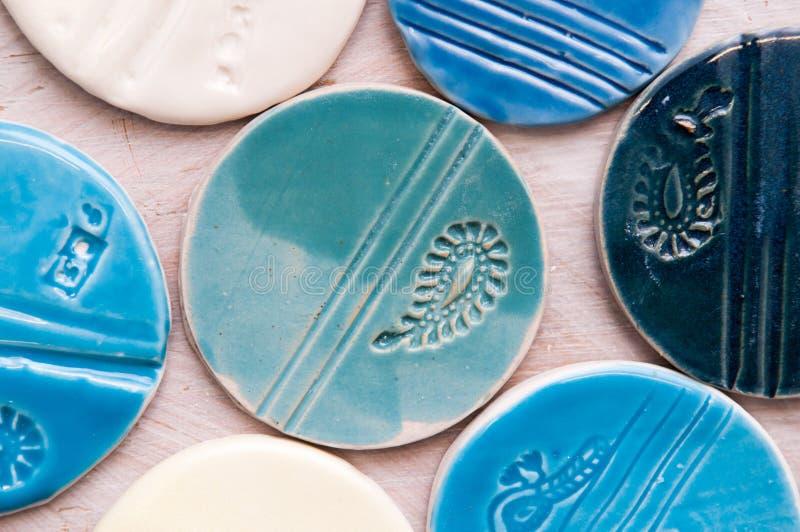 Produtos cerâmicos criativos feitos à mão e objetos fotografia de stock