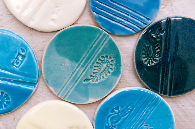 Produtos cerâmicos criativos feitos à mão e objetos fotografia de stock royalty free