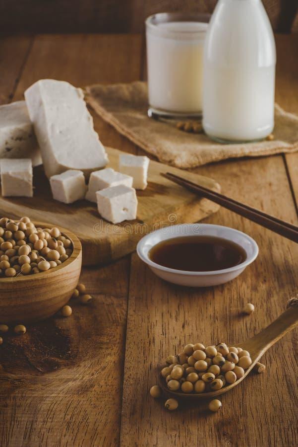 Produtos da soja como, vintage do leite, do tofu e do molho imagem de stock