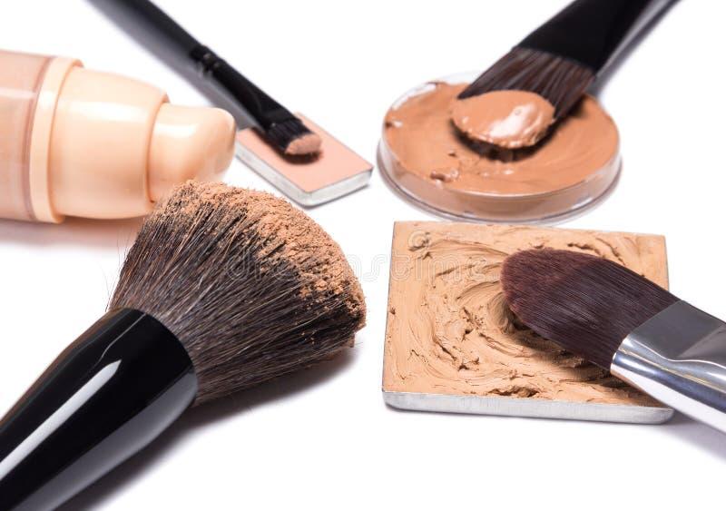 Produtos de composição básicos para criar o tom de pele bonito fotos de stock