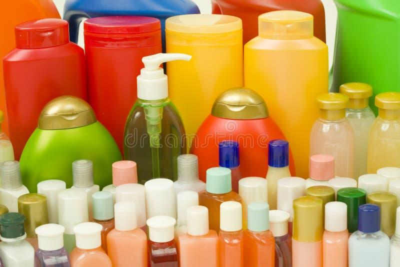 Produtos de higiene em uns frascos coloridos foto de stock royalty free
