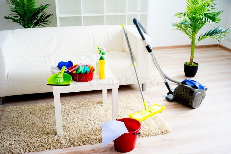 Produtos de limpeza da casa fotografia de stock royalty free